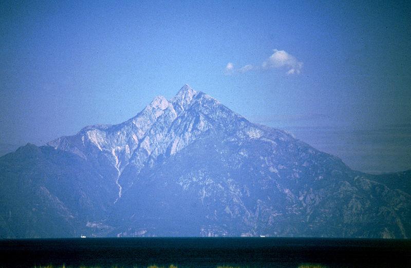 http://upload.wikimedia.org/wikipedia/commons/thumb/d/d3/Berg_Athos.jpg/800px-Berg_Athos.jpg