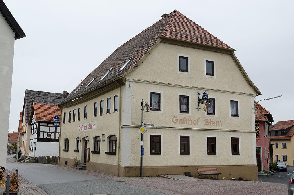 1024px-Bischofsheim_an_der_Rh%C3%B6n%2C_Ludwigstra%C3%9Fe_2-001.jpg