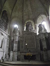 Breuil Bellay - intérieur de l'église.JPG