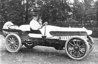 Bundesarchiv Bild 183-T1129-501, August Horch in Horch-PKW.jpg