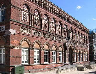 Burslem - Image: Burslem Wedgwood Institute (Geograph 2410804 by Dave Bevis)