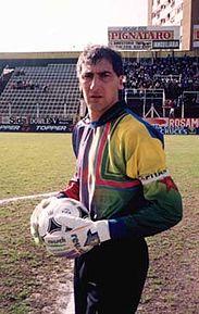 Pedro Catalano, el máximo ídolo del club y jugador récord del fútbol argentino con 333 partidos consecutivos jugados entre el 27 de junio de 1986 y 29 de noviembre de 1994, jugando para el Deportivo Español.