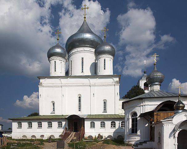 https://upload.wikimedia.org/wikipedia/commons/thumb/d/d3/Cathedral_of_Saint_Nikita_Martyr_%28Nikitsky_Monastery%2C_Pereslavl-Zalessky%29_03.jpg/607px-Cathedral_of_Saint_Nikita_Martyr_%28Nikitsky_Monastery%2C_Pereslavl-Zalessky%29_03.jpg