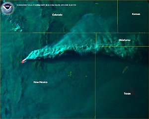 Cerro Grande Fire - The smoke plume on May 11, 2000, reaches the panhandle of Oklahoma (NOAA image).