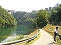 Ciclabile sotto il ponte di Paderno d'Adda - panoramio.jpg
