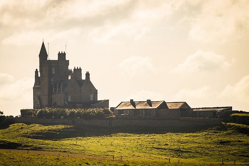File:Classiebawn Castle on Mullaghmore Peninsula, County Sligo, Ireland 12280619436.jpg