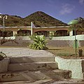 Collectie Nationaal Museum van Wereldculturen TM-20017539 Little Bay Hotel Sint Maarten Boy Lawson (Fotograaf).jpg