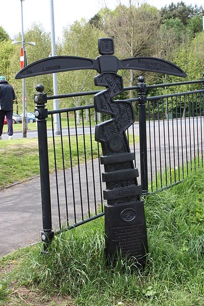 File:Cycleway sign, Belfast, May 2010.JPG