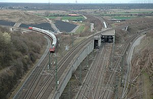 Bruchsal Rollenberg junction - A train running from Bruchsal towards Stuttgart on the Bruchsal curve (April 2006)