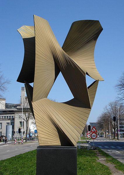 File:Denhaag kunstwerk derde en vierde dimensie.jpg