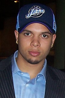 http://upload.wikimedia.org/wikipedia/commons/thumb/d/d3/Deron_Williams_head.jpg/220px-Deron_Williams_head.jpg