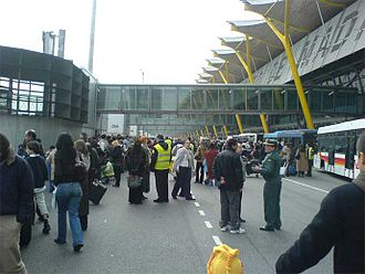 2006 Madrid–Barajas Airport bombing - Evacuated passengers gathering outside the terminal after the explosion