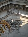 Detail corniche Palais Bourbon1.jpg