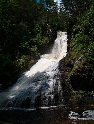 Pike County, Pennsylvania - Image: Dingmansfalls