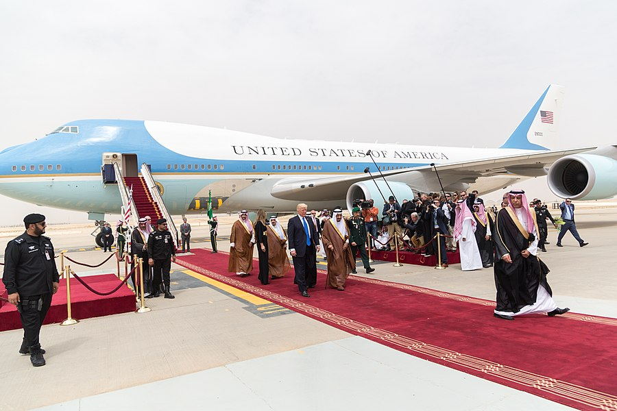 Donald and Melania Trump receive a red carpet welcome by King Salman bin Abdulaziz Al Saud, May 2017.jpg