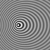 Μια πηγή κυμάτων η οποία κινείται προς τα αριστερά. Η συχνότητα είναι μεγαλύτερη στα αριστερά και μικρότερη στα δεξιά. Αντίστοιχα, το μήκος κύματος είναι μικρότερο αριστερά και μεγαλύτερο δεξιά.