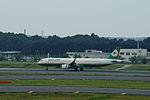 EVA Airways Airbus A321-211 (B-16209-6042) (20350582740).jpg