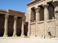 colonnes papyformes du temple d'Edfou.