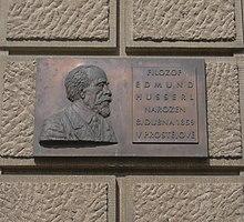 https://upload.wikimedia.org/wikipedia/commons/thumb/d/d3/Edmund_Husserl.jpg/220px-Edmund_Husserl.jpg