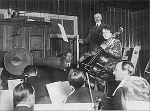Cello Concerto (Elgar) - Elgar and Beatrice Harrison making an early recording of the concerto (1920). Note the acoustic recording horns.