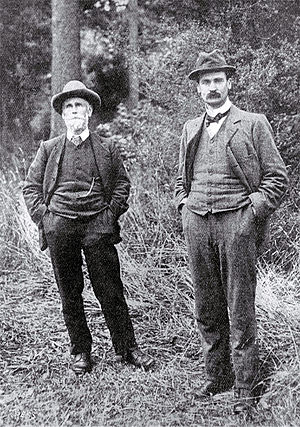 Leonard Cockayne - Leonard Cockayne (left) with MP Harry Ell in 1904.