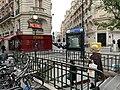 Entrée Station Métro Jasmin Paris 1.jpg
