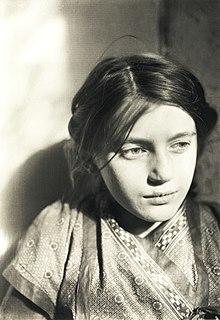 94bfcc5862c358 Lina Franziska Fehrmann (etwa 9 Jahre alt) auf einer Fotografie von Ernst  Ludwig Kirchner (1910)