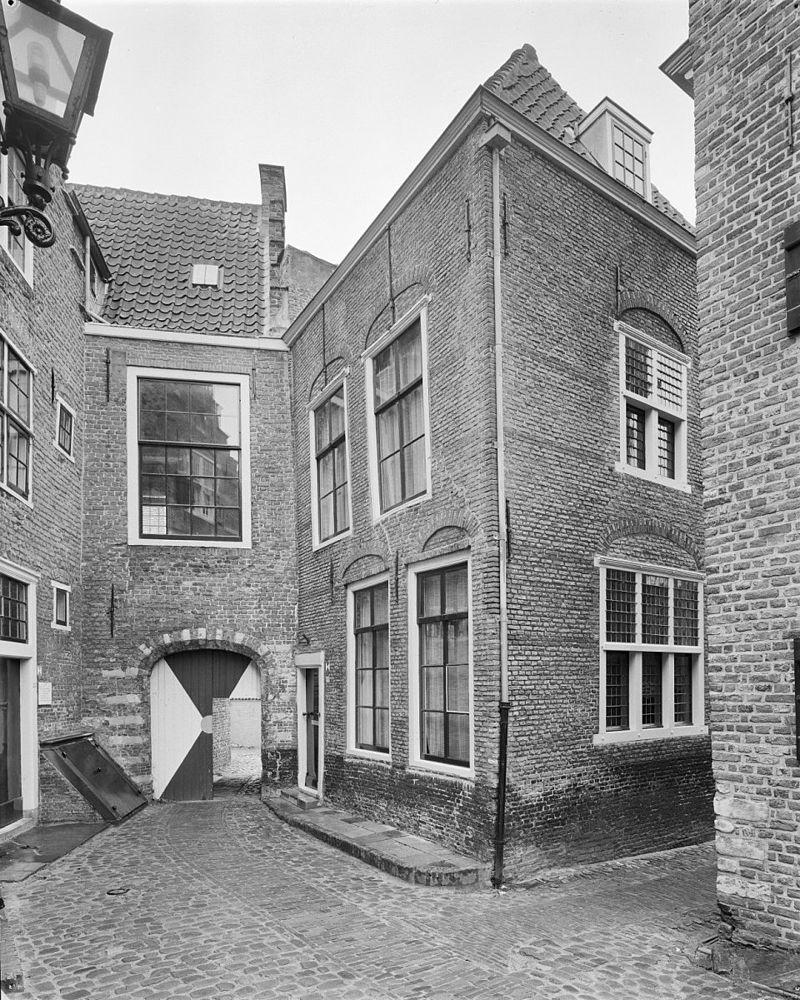 Huis met rechte gevel in middelburg monument - Decoratie gevel exterieur huis ...
