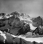 Fairweather Glacier, cirque glaciers and snow covered peaks, August 22, 1965 (GLACIERS 5446).jpg
