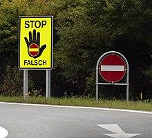 220px-Falschfahrer_Schilder.jpg