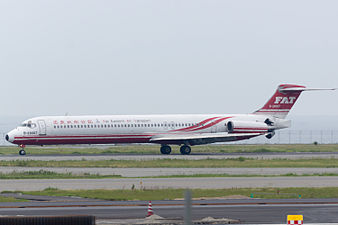 Far Eastern Air Transport, MD-83, B-28007 (18815856953).jpg