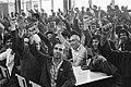 Feestvreugde personeels vergadering in Fordfabriek Amsterdam toenstakingsleider , Bestanddeelnr 931-5833.jpg