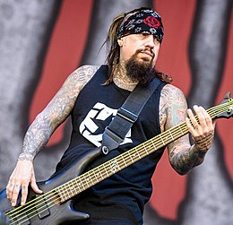 Fieldy playing bass for Korn in 2016