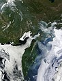 Fires and smoke in eastern Siberia (4860627718).jpg