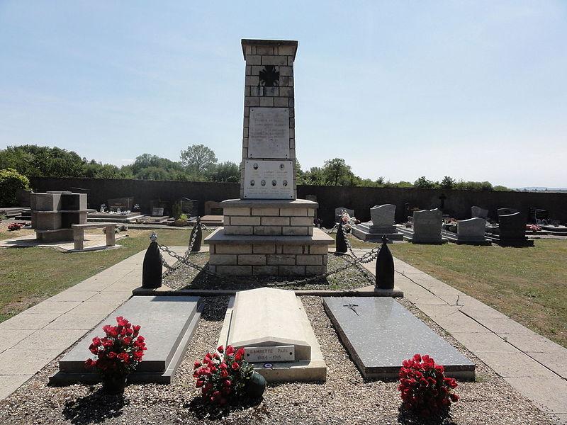 Foameix-Ornel (Meuse) Monument aux morts et carré militaire au cimetière