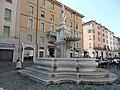 Fontana in Piazza del Duomo - panoramio.jpg