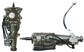 Manual transmission - Top and side view of a typical manual transmission, in this case a Ford Toploader, used in vehicles with external floor shifters.