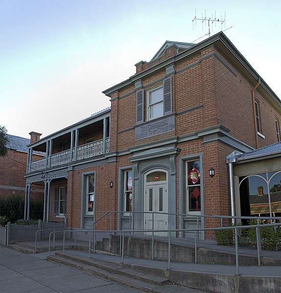 File:Former Commercial Banking Company of Sydney, Chinese restaurant, on the Hume Highway in Holbrook.jpg