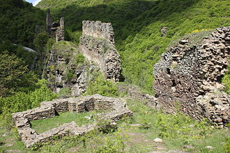 Markovo Kale - View on the eastern wall from the north; remains of foundations of a church