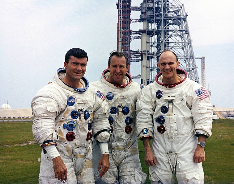 File:Fred Haise (left) Jim Lovell, and Ken Mattingly pose in front of the launch pad.jpg
