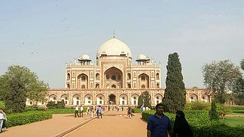 Front view of Humayun's Tomb.jpg