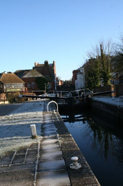 File:Frosty morning on the lock - geograph.org.uk - 1078060.jpg