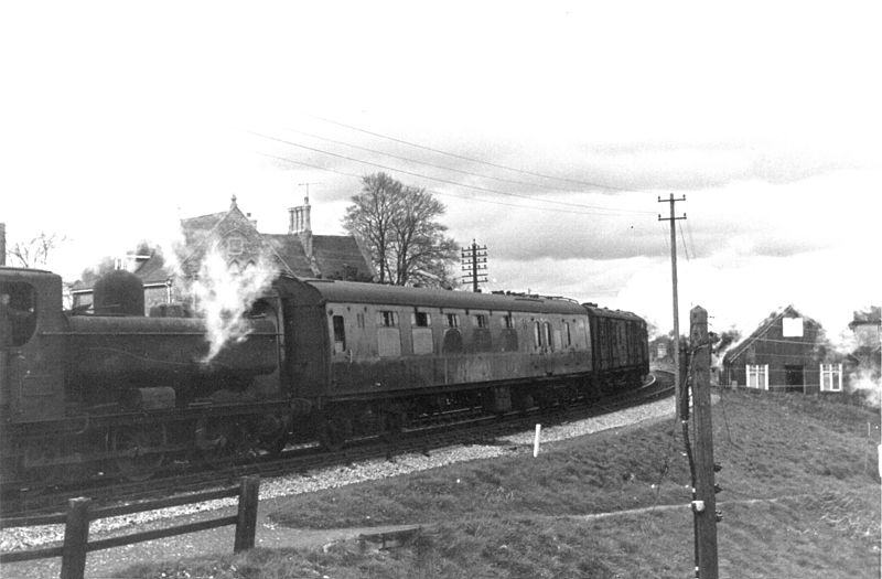 File:GWR 0-6-0PT 4651 S&D, Templecombe 1965 (1) (10280382193).jpg