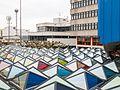 Gebäude der Universität Konstanz mit Glas(pyramiden)dach.jpg