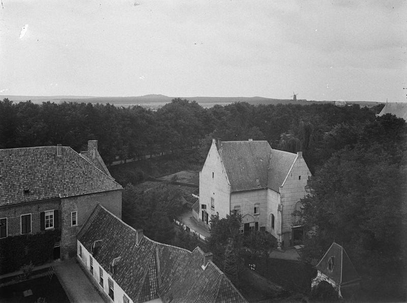 File:Gezicht op Montferland vanaf kasteel Bergh - 's-Heerenberg - 20105601 - RCE.jpg