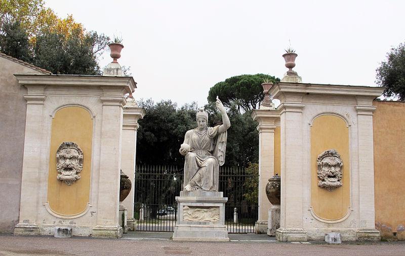 File:Giardini di villa medici, statua dea roma 02.JPG ...