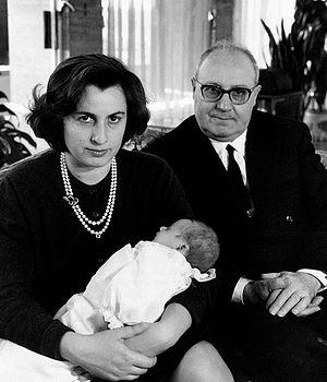 Giuseppe Saragat - Giuseppe Saragat with daughter Ernestina and grandchild, Rome, April 1963.