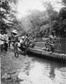 Grupp av indianer vid stranden. Rio Jaqué, Panamas v. kust, nära Colombia. Foto taget 1927 av exp - SMVK - 004358.tif