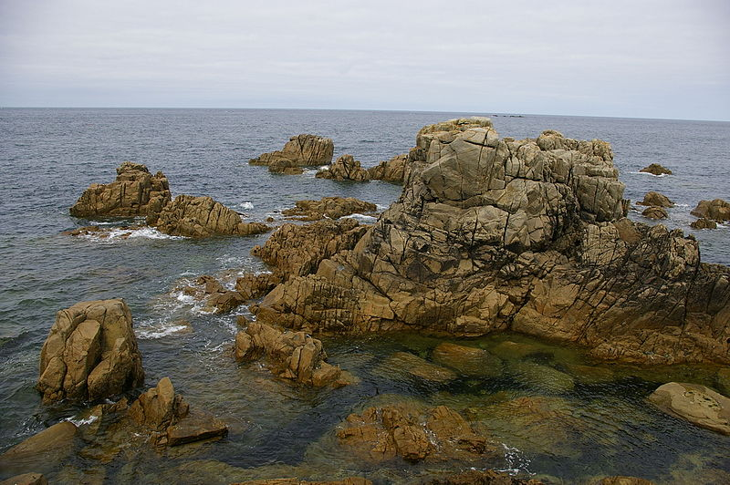 File:Guernsey rocks.jpg