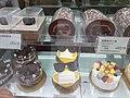 HK 中環 Central 皇后大道中 138 Queen's Road Central 威享大廈 V Heun Building shop 聖安娜西餅店 Saint Honor Cake Shop window display January 2021 SS2.jpg